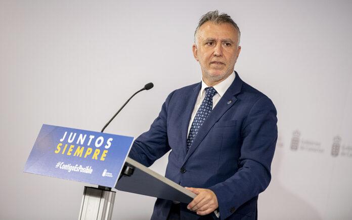 Ángel Víctor Torres se ratifica en las previsiones sobre la vacunación